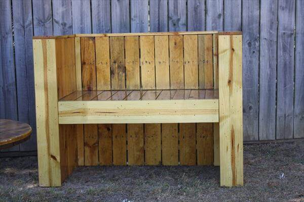 Reclaimed Beefy Pallet Wood Bench | Pallet Furniture DIY