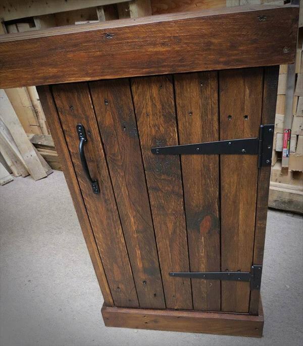 recycled pallet corner desk
