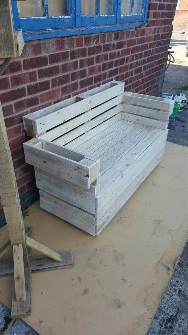 2 seater sofa made of pallets