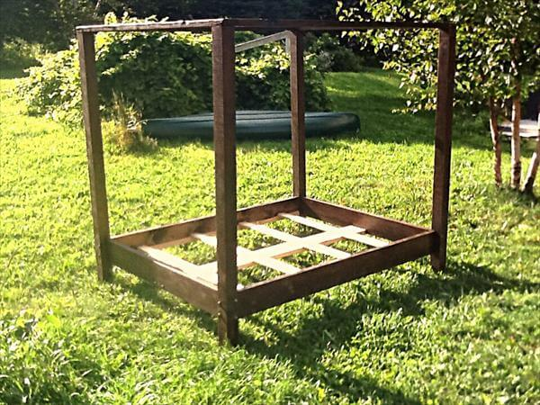 repurposed pallet canopy bed