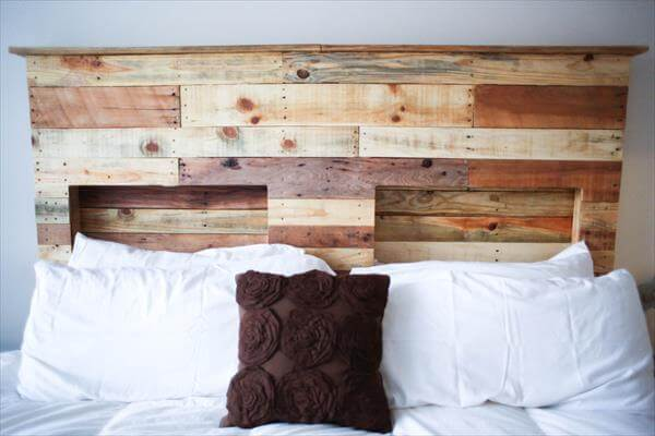 Pallet Headboard with Lighting | Pallet Furniture DIY