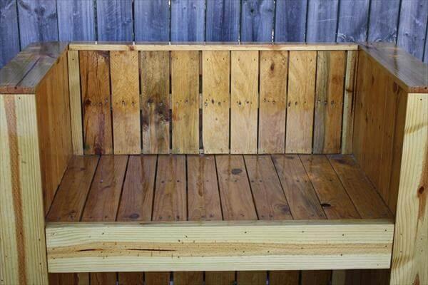 repurposed pallet beefy bench