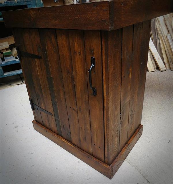 handmade wooden pallet corner desk