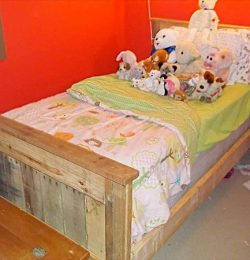 repurposed pallet toddler farmhouse style bench