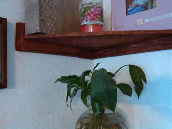 Pallet Living Room Corner Shelves