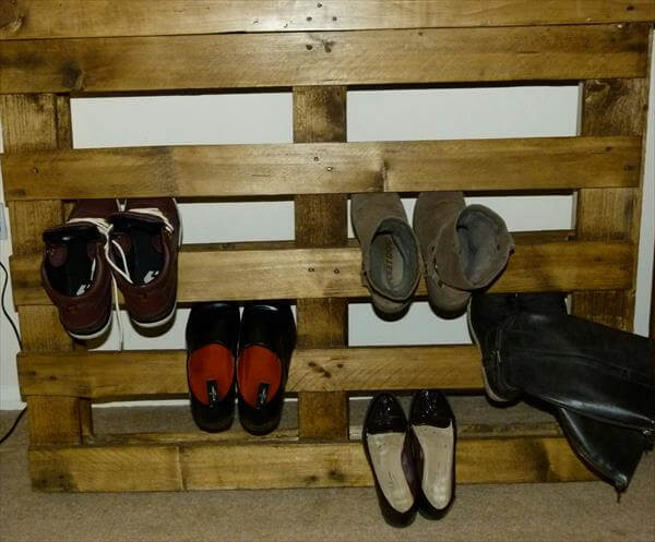 Reshaped pallet shoe rack