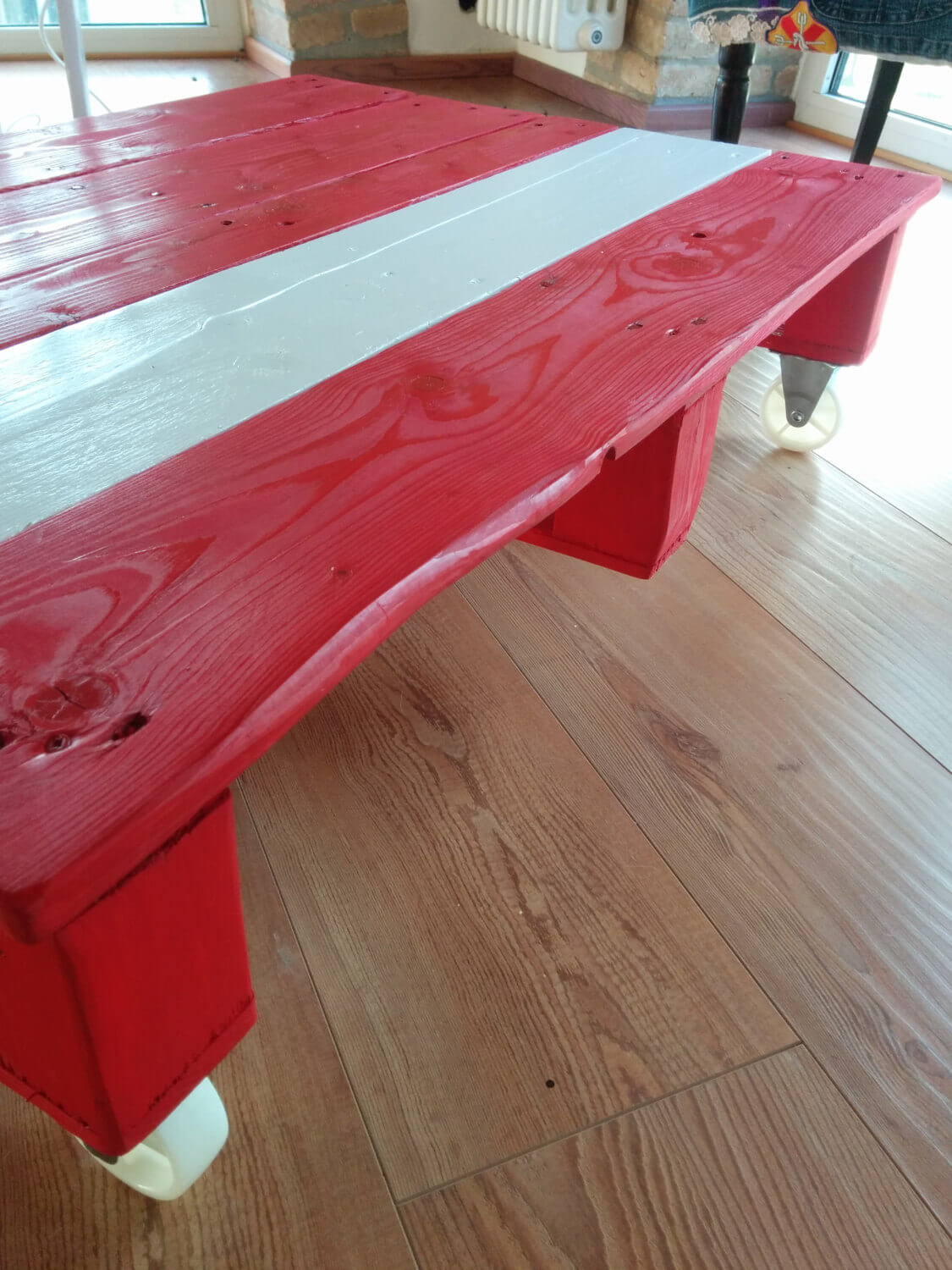 Pallet Red And White Built Coffee Table