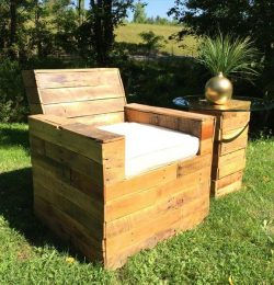 upcycled pallet beefy outdoor chair