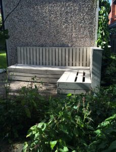 recycled pallet white patio corner seat