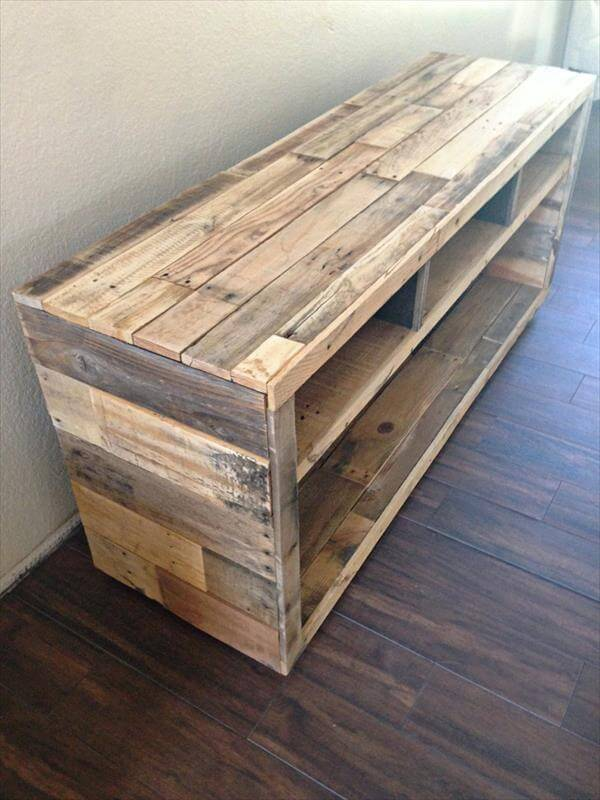 Diy pallet media console table pallet furniture diy for Homemade pallet furniture