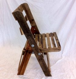 reclaimed pallet folding chair