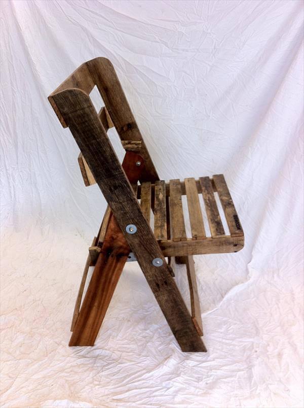 reclaimed pallet folding chair