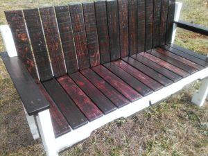 DIY pallet porch bench