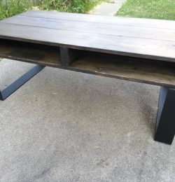 Recycled pallet rustic style coffee table