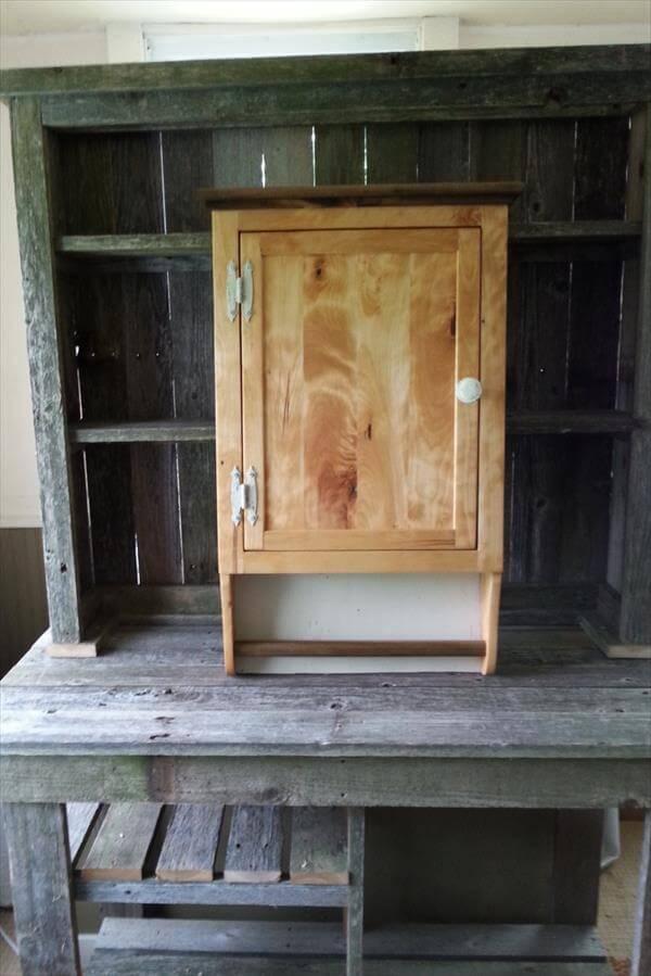 DIY Pallet and Barn wood Wall Cabinet | Pallet Furniture DIY
