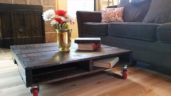 diy wooden pallet retro styled coffee table with wheels
