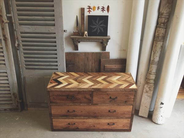 rustic dresser made from pallets pallet furniture diy. Black Bedroom Furniture Sets. Home Design Ideas