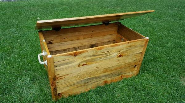 posts pallet treasure chest hop chest trunk diy pallet handmade chest ...