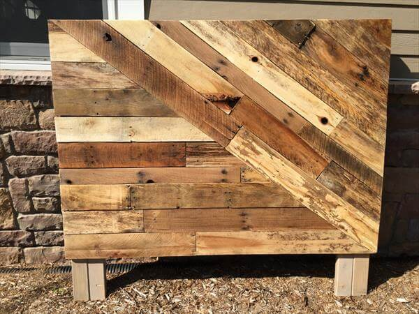 Pallet wood headboard pallet furniture diy for How to make a wood pallet headboard