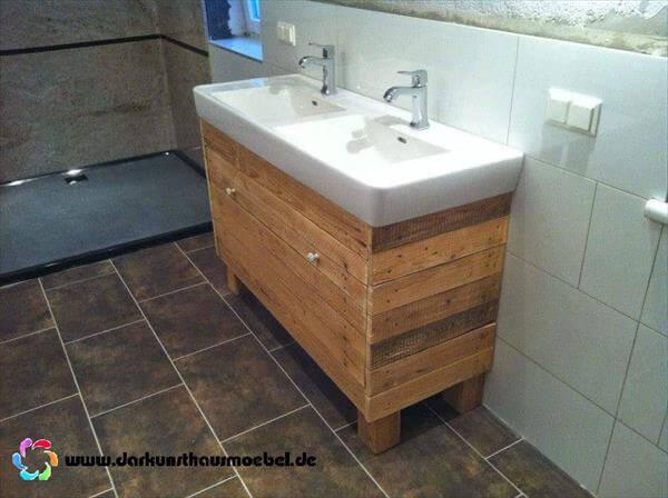 up-cycled pallet bathroom vanity