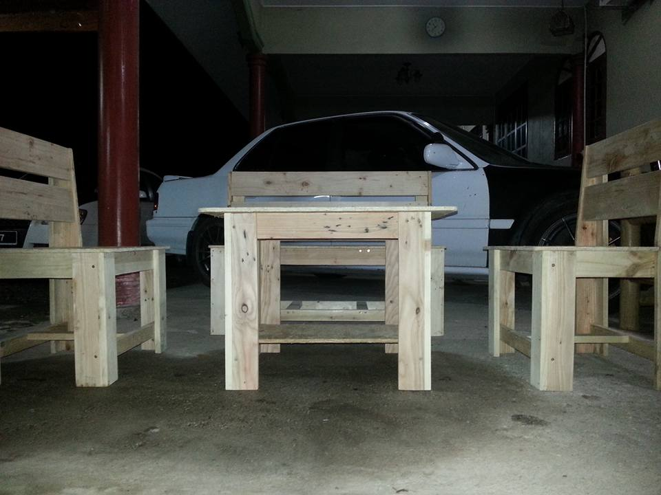 pallet seating set with coffee table