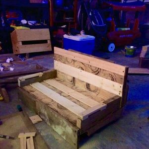 lazy boy chair made of pallets