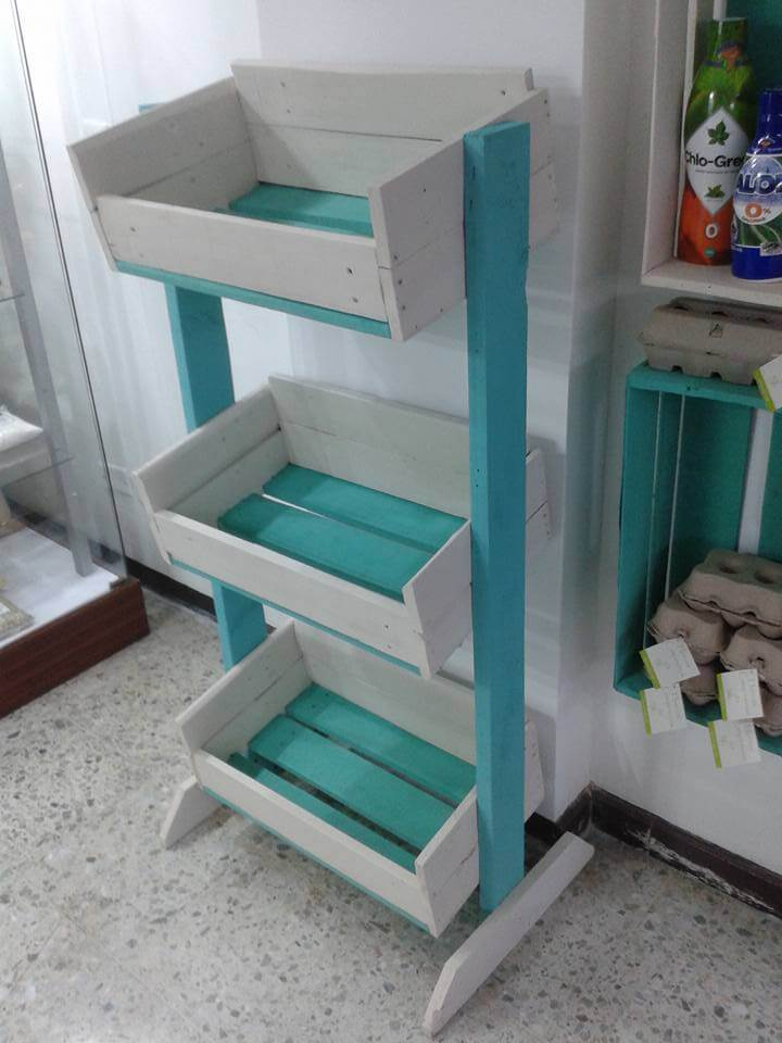 Wooden pallet vegetable storage rack