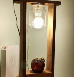wooden pallet and mason jar lamp