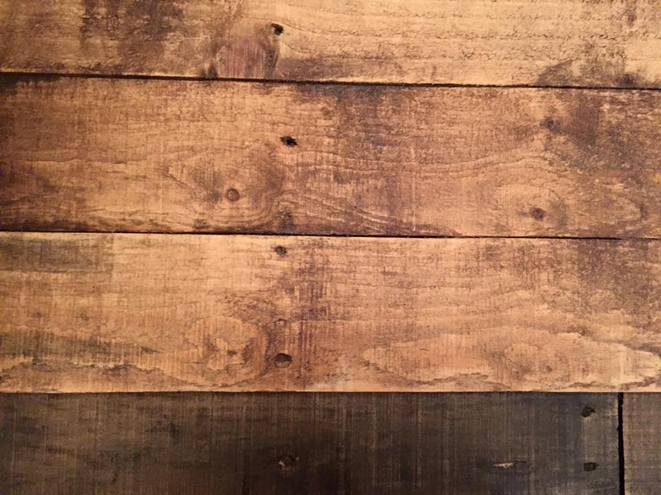 low-cost wooden pallet rustic coffee table