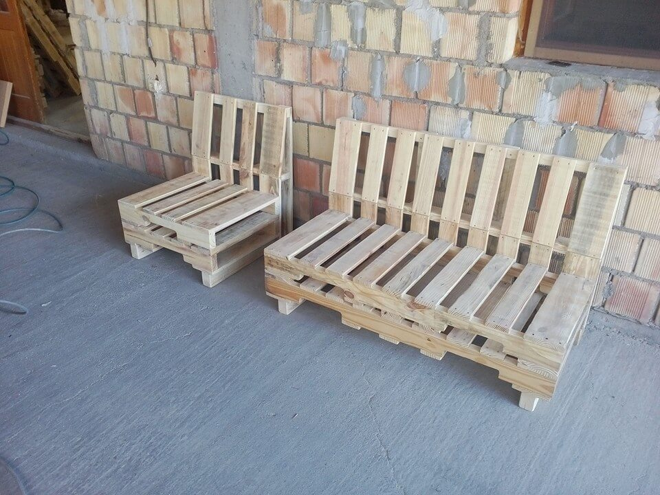 7 diy furniture to build with pallets pallet furniture diy for Make a pallet sofa