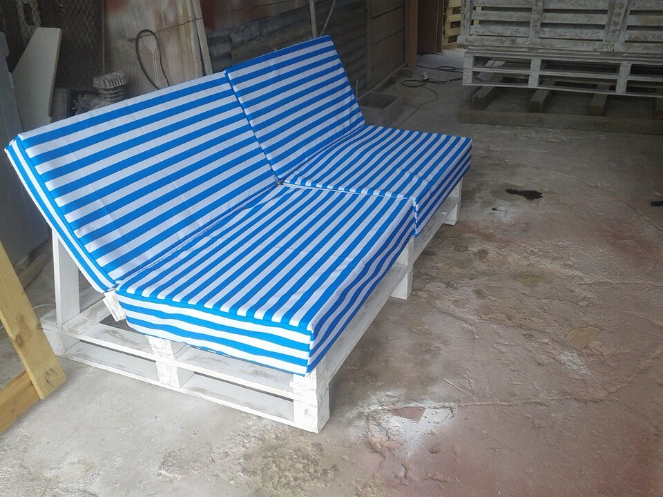 easy pallet sofa with cushion pallet furniture diy
