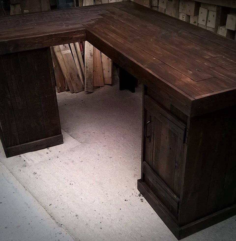 wooden pallet corner desk