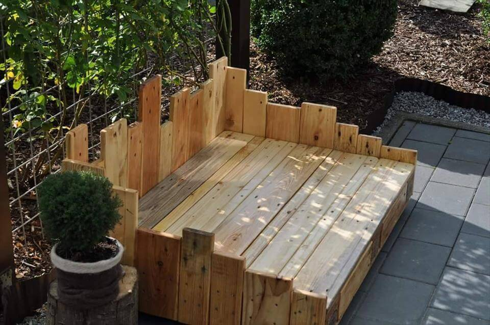diy outdoor dog bed the image kid has it. Black Bedroom Furniture Sets. Home Design Ideas