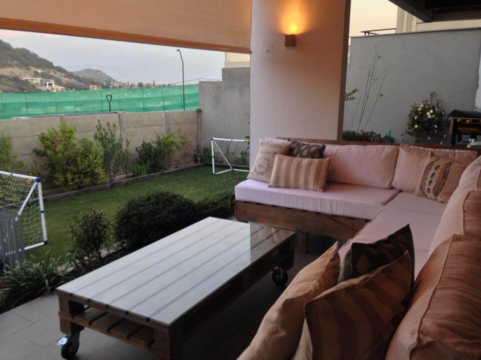Wooden pallet seating set for garden deck