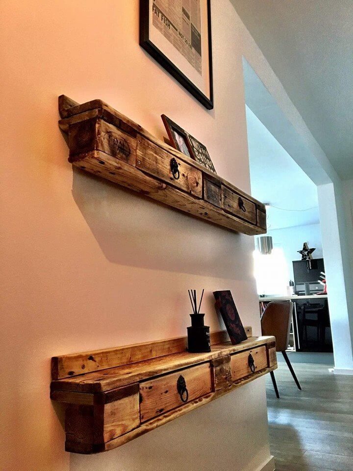 Pallet wall shelves with drawers pallet furniture diy for Idee palette de bois