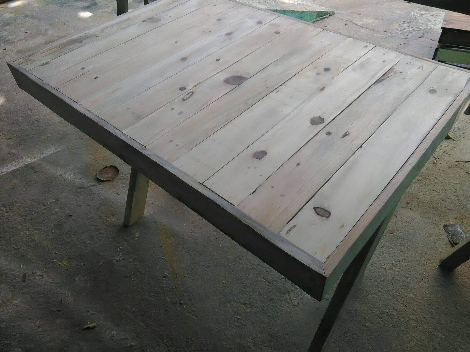 Pallet Table with Criss cross Legs