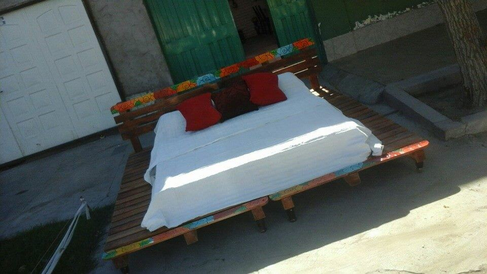 pallet rustic bed