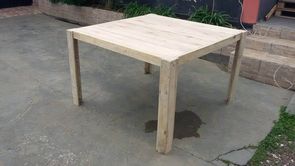 low-cost sturdy wooden pallet dining set
