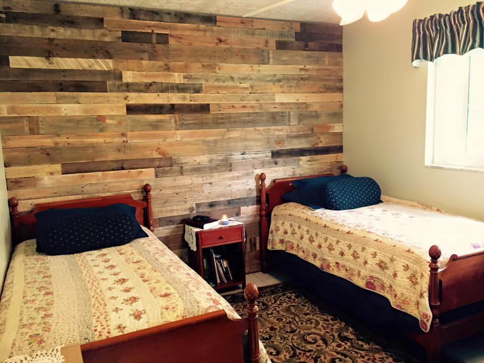 low-cost pallet bedroom wall paneling