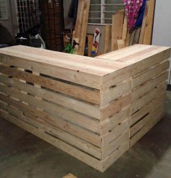 diy Pallet desk counter or reception desk