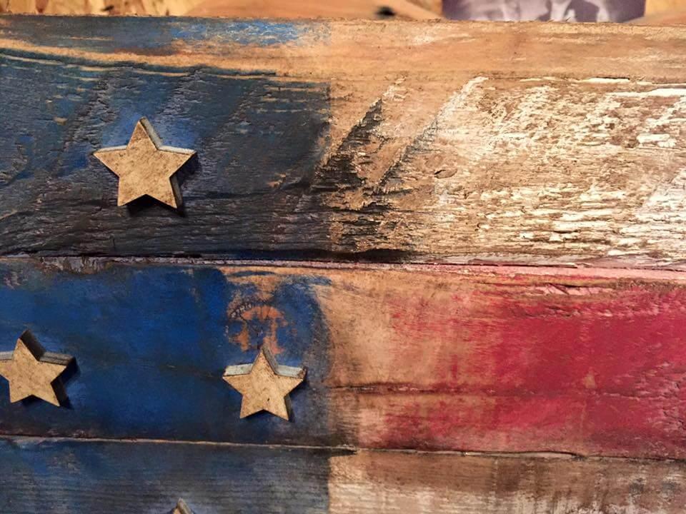 diy pallet rustic flag