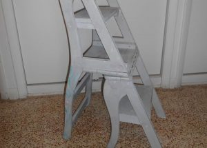 recycled pallet ladder and chair