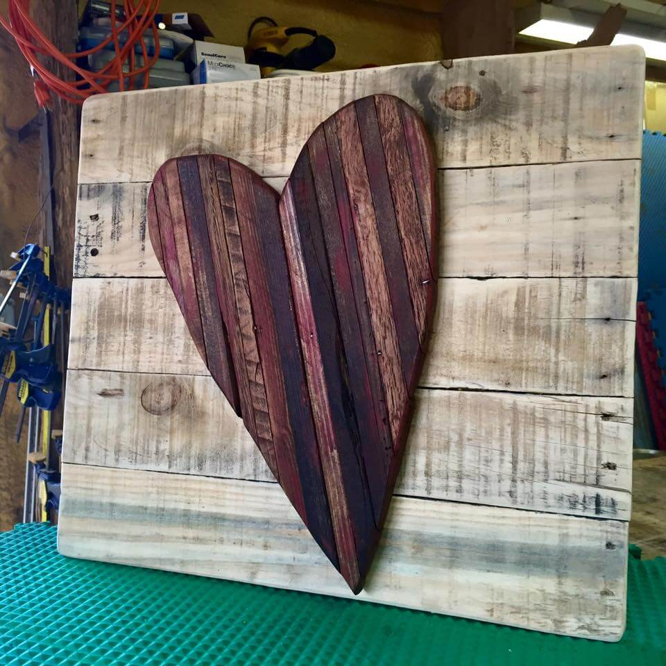 Pallet wood love wall art pallet furniture diy for Wooden heart wall decor