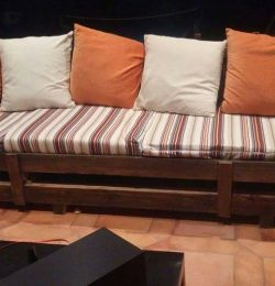 wooden pallet cushioned couch