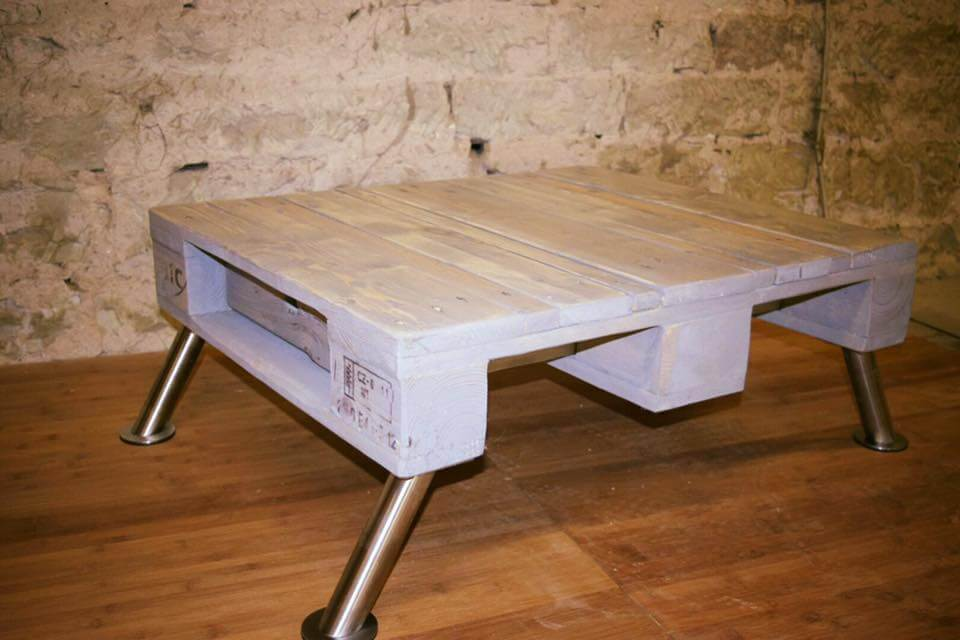 Vintage Pallet Coffee Table With Metal Legs