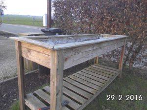 low-cost wodoen pallet planter