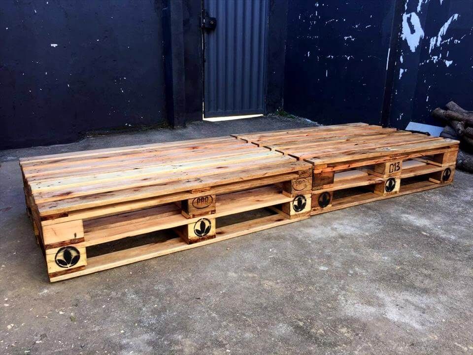 super easy-to-build pallet sofa