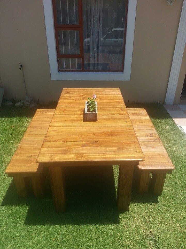 low-cost sleek pallet dining set