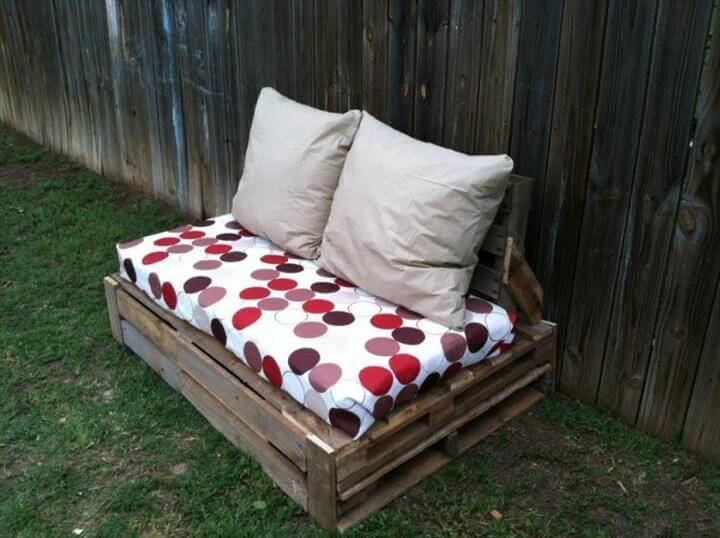 Reclaimed pallet comfort chair
