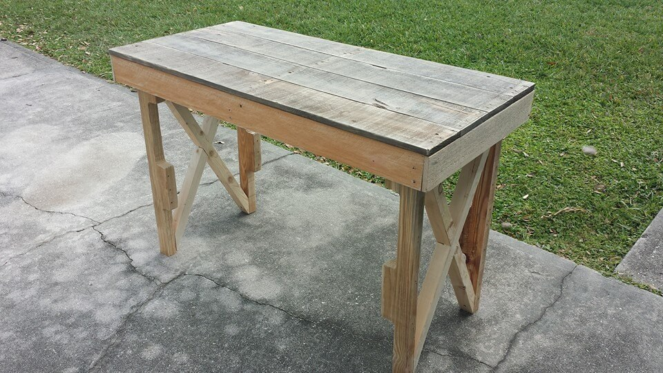upcycled pallet desk